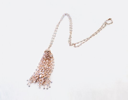 blinky-tassel-necklace-900